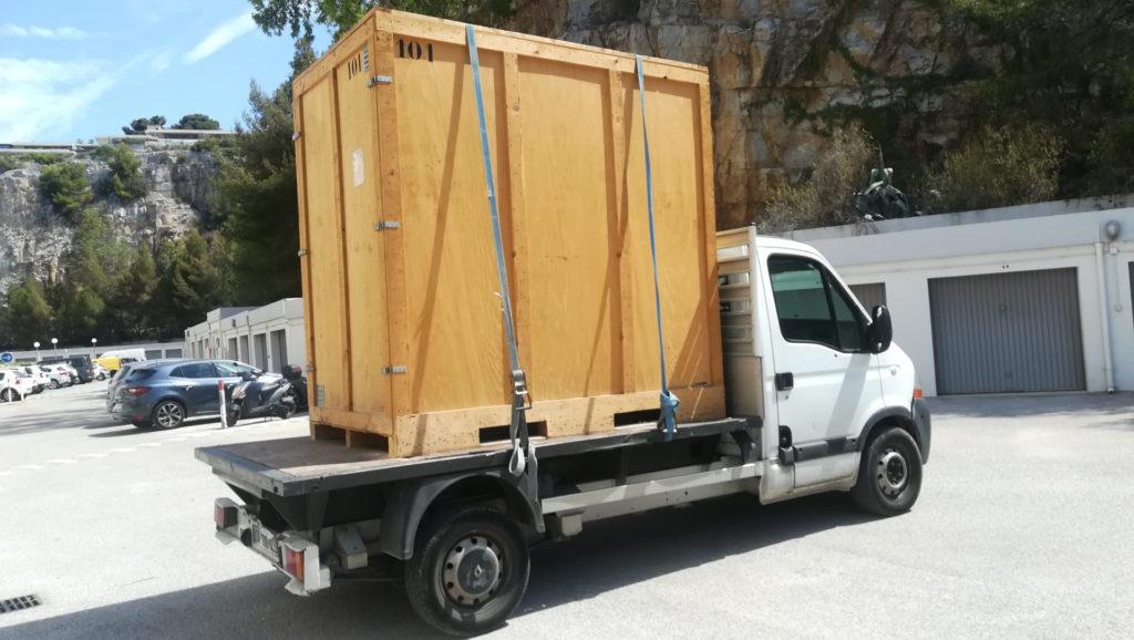 Transport d'une caisse de garde-meuble dans le Var